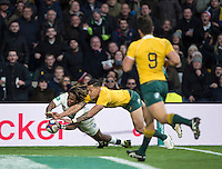 Twickenham, United Kingdom. Marland YARDE, with his hand pressing at the touch down,  during the Old Mutual Wealth Series Rest Match: England vs Australia, at the RFU Stadium, Twickenham, England, <br /> <br /> Saturday  03/12/2016<br /> <br /> [Mandatory Credit; Peter Spurrier/Intersport-images]