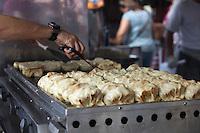 SAO PAULO, SP, 02 DE FEVEREIRO DE 2013 - ANO NOVO CHINES -  Guyoza, prato típico da culinaria chinesa da festa do Ano Novo Chines, na Praca da Liberdade, zona cental da capital. FOTO RICARDO LOU - BRAZIL PHOTO PRESS