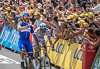 Fernando Gaviria (COL/Quick Step Floors) wins the sprint of the first stage and takes the Yellow Jersey, Green Jersey and White Jersey. All in his very first stage ever in The Tour...<br /> <br /> Stage 1: Noirmoutier-en-l'&Icirc;le &gt; Fontenay-le-Comte (189km)<br /> <br /> Le Grand D&eacute;part 2018<br /> 105th Tour de France 2018<br /> &copy;kramon