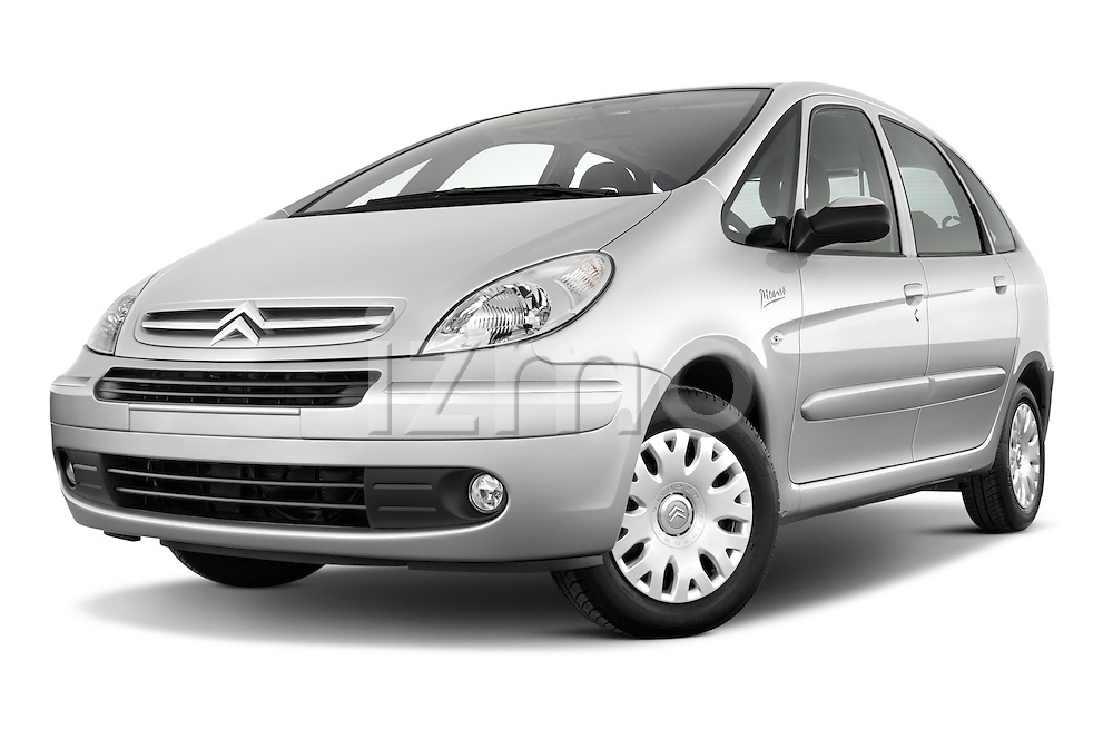 Low aggressive front three quarter view of a 1999 - 2012 Citroen Xsara Picasso Mini Mpv