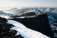 Luftig topp på vestsiden av Jøfjorden på Seiland. ---- Summit on the east side of Jøfjorden on Seiland.