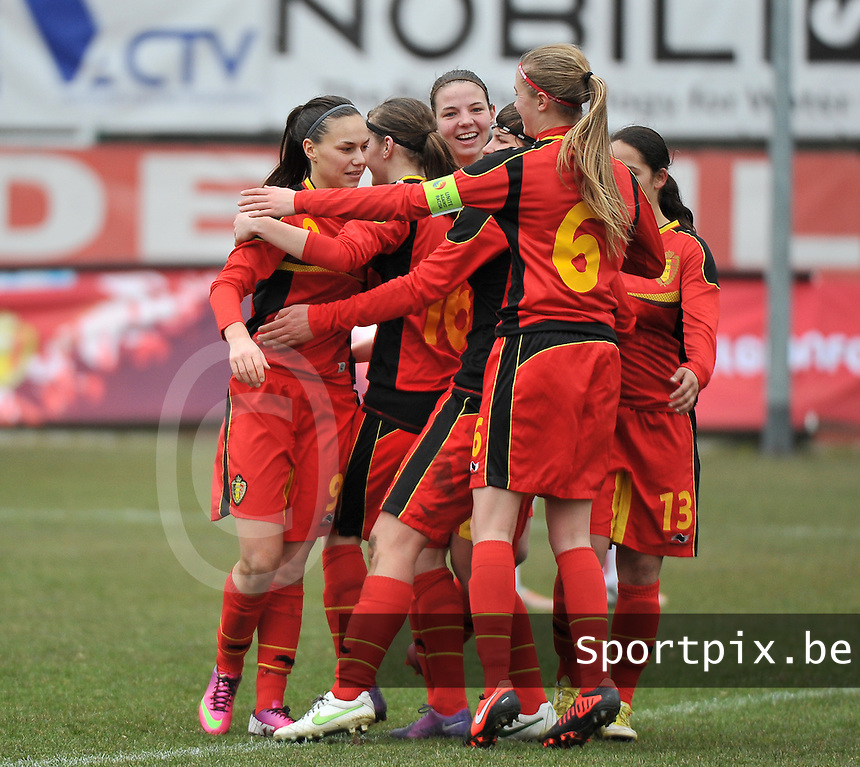 Belgium U19 - Switzerland U19 : Jassina Blom (9) celebrating her goal for Belgium with her teammates.foto DAVID CATRY / Nikonpro.be