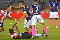 BARRANQUILLA  -COLOMBIA, 09-07-2016. Iván Vélez  (Izq) jugador del Junior disputa el balón con Daniel Torres  (Der.) del Medellín    durante encuentro  por la fecha 2 de la Liga Aguila II 2016 disputado en el estadio Metroplitano Roberto Meléndez ./ Ivan Velez (L) player of Junior  fights for the ball with Daniel Torres (R) player of Medellín   during match for the date 2 of the Aguila League II 2016 played at Metroplitano Roberto Melendez stadium . Photo:VizzorImage / Alfonso Cervantes  / Contribuidor