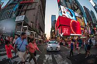 New York, NY - 11 July 2014 Manhattanhenge viewed from Times Square ©Stacy Walsh Rosenstock/Alamy