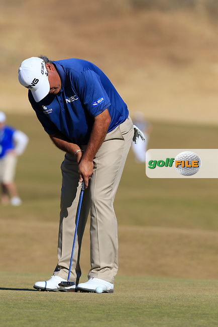 Angel Cabrera (ARG) takes his putt on the 5th green during Friday's Round 2 of the 2015 U.S. Open 115th National Championship held at Chambers Bay, Seattle, Washington, USA. 6/20/2015.<br /> Picture: Golffile | Eoin Clarke<br /> <br /> <br /> <br /> <br /> All photo usage must carry mandatory copyright credit (&copy; Golffile | Eoin Clarke)