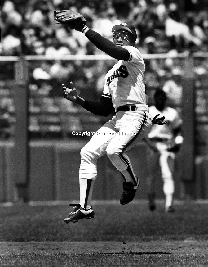 San Francisco Giants infielder Jose Uribe leaps to grab liner. (1986 photo by Ron Riesterer)