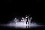 Opal Loop/Cloud installation #72503 (1980)<br /> <br /> Chor&eacute;graphie Trisha Brown<br /> Sc&eacute;nographie Fujiko Nakaya<br /> Costumes Judith Shea<br /> Lumi&egrave;re Beverly Emmons<br /> Environnement sculptural, r&eacute;alisation Julie Martin<br /> Avec : Elena Demyanenko, Tamara Riewe, Nicholas Strafaccia, Samuel Wentz, Dai Jian, Leah Morrison<br /> Le 02/10/2011<br /> Th&eacute;&acirc;tre de Chaillot<br /> Paris<br /> &copy; Laurent Paillier / photosdedanse.com