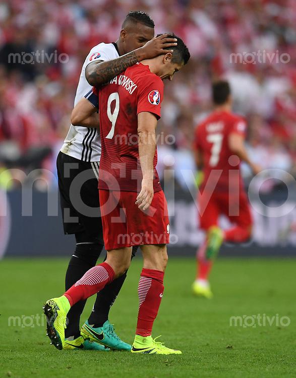 FUSSBALL EURO 2016 GRUPPE C IN PARIS Deutschland - Polen    16.06.2016 Jerome Boateng  (li, Deutschland) und Robert Lewandowski (re, Polen)