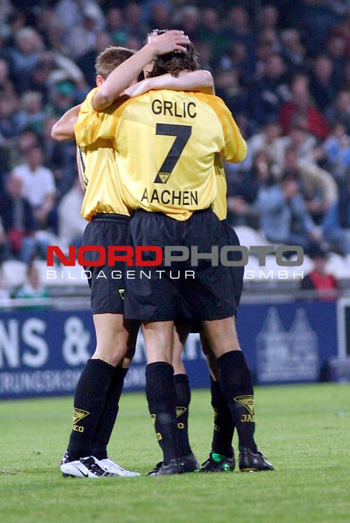 2. Bundesliga 2003/2004, <br /> VfB Luebeck - Alemannia Aachen <br /> Ivica Grlic (Alemannia Aachen) umarmt Emmanuel Krontiris (Alemannia Aachen) nach dessen Treffer zum 1:4<br />  Foto &copy; nordphoto / Thorge Huter<br /> <br />  *** Local Caption *** Foto ist honorarpflichtig! zzgl. gesetzl. MwSt.<br />  Belegexemplar erforderlich<br /> Adresse: nordphoto<br /> Georg-Reinke-Strasse 1<br /> 49377 Vechta