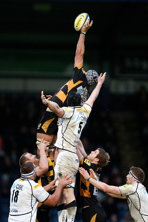 Photo: Richard Lane/Richard Lane Photography. London Wasps v Sale Sharks. 23/12/2012. Wasps' Marco Wentzel wins a  lineout.