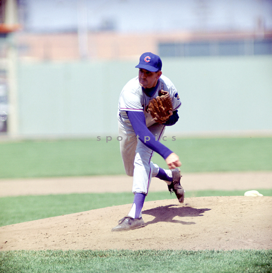 Chicago Cubs Ernie Broglio (32) during a game from his career against the New York Mets at Shea Stadium in Flushing Meadows. Ernie Broglio  played for 8 season, with 2 different teams.(SportPics)
