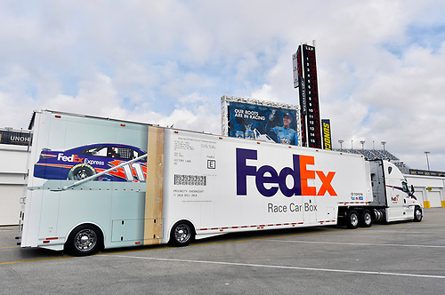 Monster Energy NASCAR Cup Series<br /> Daytona 500<br /> Daytona International Speedway, Daytona Beach, FL USA<br /> Friday 9 February 2018<br /> Denny Hamlin, Joe Gibbs Racing, FedEx Express Toyota Camry<br /> World Copyright: Nigel Kinrade<br /> LAT Images