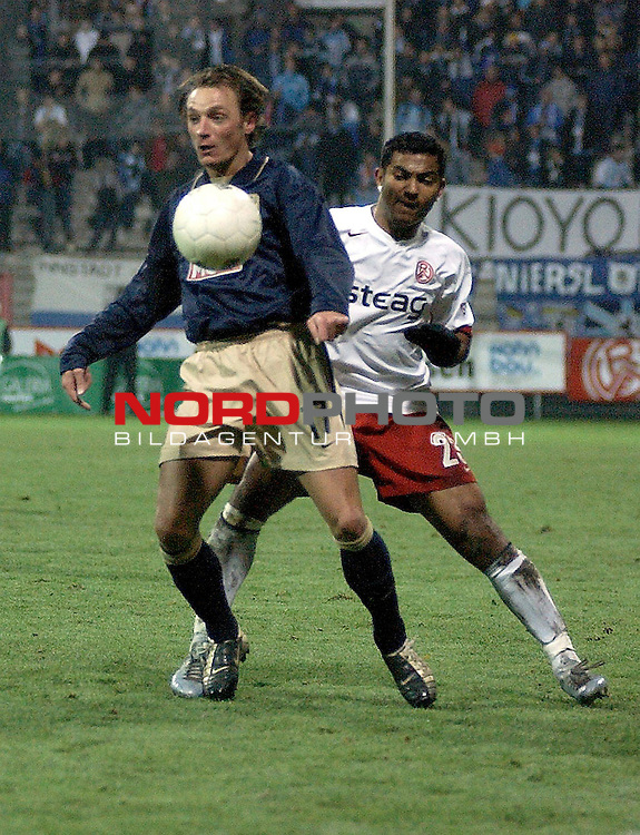 2. Fussball Bundesliga<br /> <br /> Saison 2004/2005 <br /> <br /> 14.Spieltag<br /> <br /> <br /> <br /> Rot WeiŖ Essen vs. TSV 1860 Muenchen<br /> <br /> Vivaldo Nascimento von Rot WeiŖ Essen <br /> <br /> gegen  Emmanuel Krontiris  von TSV 1860 Muenchen.<br /> <br /> <br /> <br /> Foto &copy; nordphoto <br /> <br /> <br /> <br />  *** Local Caption *** Foto ist honorarpflichtig! zzgl. gesetzl. MwSt.<br /> <br />  Belegexemplar erforderlich<br /> <br /> Adresse: nordphoto<br /> <br /> Georg-Reinke-Strasse 1<br /> <br /> 49377 Vechta