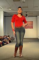 SAO PAULO, SP, 12 DE FEVEREIRO 2012 - FASHION WEEKEND PLUS SIZE - Modelo durante desfile do Coletivo Acia (formado por Arimath, Biangi, Good Look, Lola & Lina, Medi Modas, NB, Rodher e Valença Jeans) no Fashion Weekend Plus Size Inverno 2012 na tarde desse domingo (12) no espaco Frei Caneca na regiao central da capital paulista. (FOTO: CAIO BUNI / NEWS FREE).