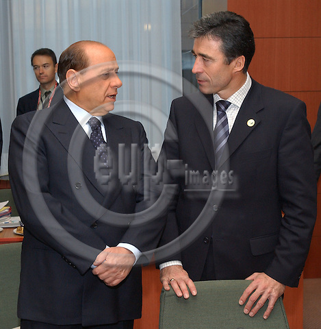 Brussels-Belgium - October 17, 2003---European Council, second day: the President of the European Council and Prime Minister of Italy, Silvio Berlusconi (le), with the Prime Minister of Denmark, Anders Fogh RASMUSSEN (ri), at the beginning of the meeting in the 'Justus Lipsius' - seat of the Council of the European Union in Brussels---Photo: Horst Wagner/eup-images