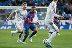 Real Madrid´s Illaramendi (L) and Levante´s El Zhar during La Liga match at Santiago Bernabeu stadium in Madrid, Spain. March 15, 2015. (ALTERPHOTOS/Victor Blanco)
