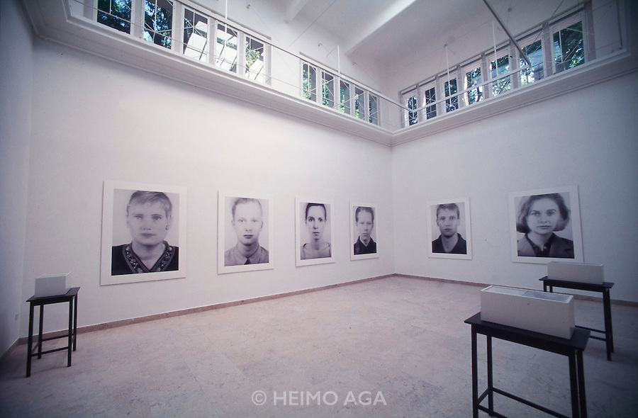 "VENICE, ITALY..June 1995..46th Biennale of Venice.German Pavillion..""Andere Portraits"" by Thomas Ruff..(Photo by Heimo Aga)"