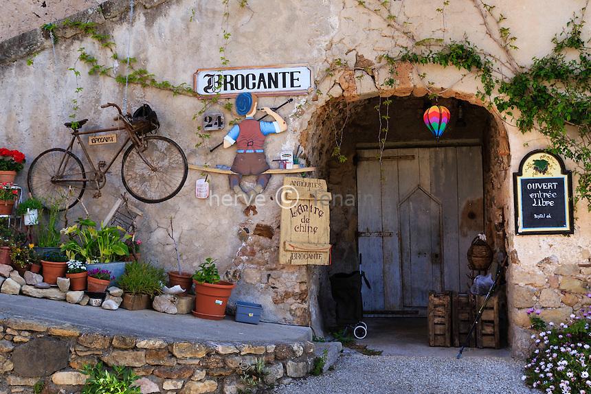France, Hérault (34), Mourèze, brocante dans le village // France, Herault, Moureze,  second-hand shop