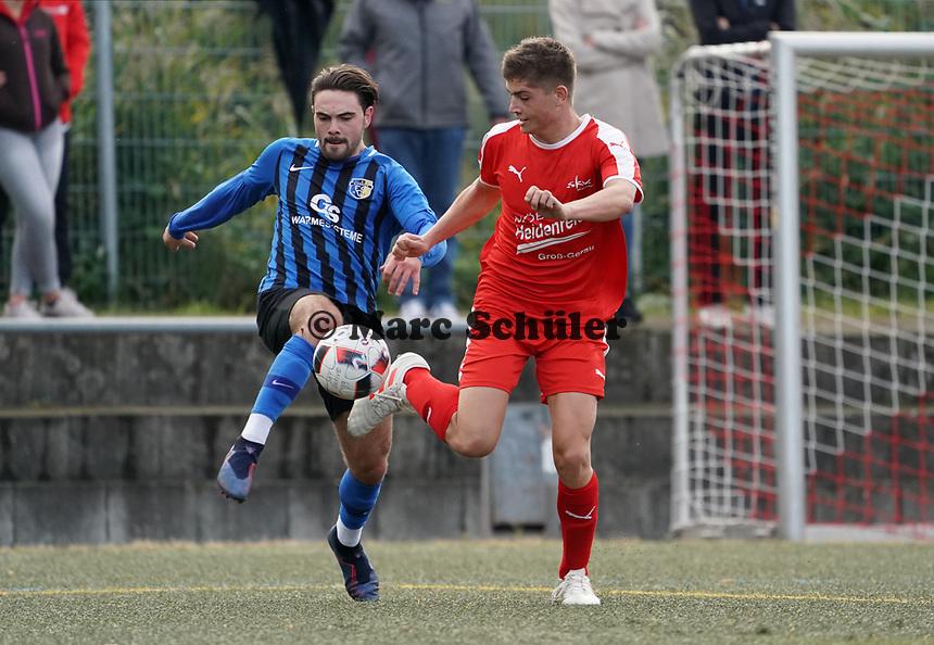 Noah Lorenz (Büttelborn) wird in letzter Sekunde vom Ball getrennt - Büttelborn 03.10.2019: SKV Büttelborn vs. FSG Riedrode, Gruppenliga Darmstadt
