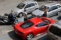 28 luglio 2011, a bordo di una Ferrari, in compagnia di Raffaella Fico, arriva a Como il giocatore Mario Ballotelli