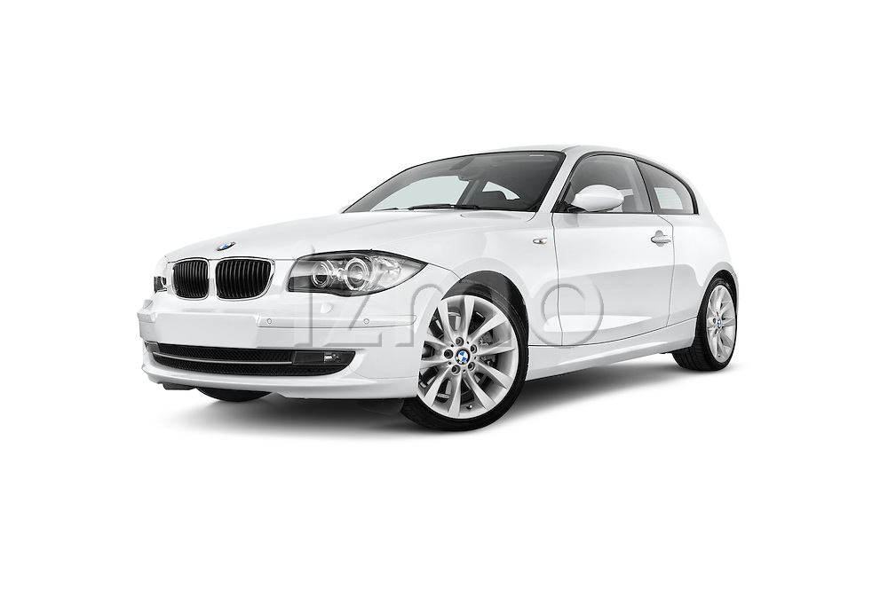 Low aggressive front three quarter view of a 2007 - 2011 BMW 1-Series 123d 3 Door Hatchback 2WD.