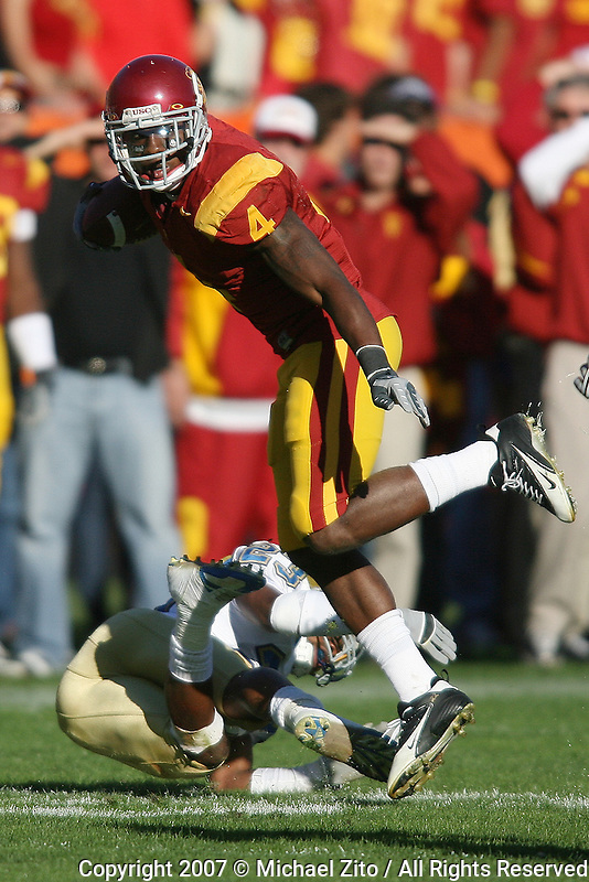 Los Angeles,CA - December 1: RB Joe McKnight of USC in action against the UCLA on December 01, 2007 at Los Angeles Coliseum in Los Angeles, California. USC defeated the UCLA 24-7.