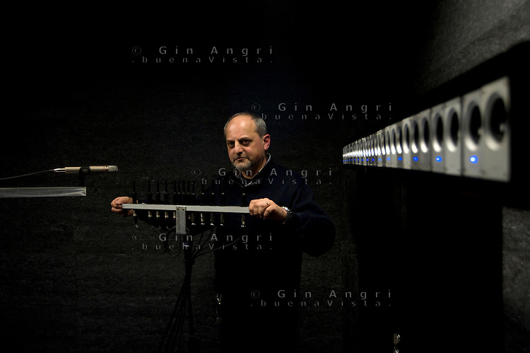 politecnico di Como, laboratoiro di sound and music engineering, professor Augusto Sarti. Laboratorio acustica musicale