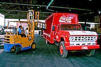 Transporte de refrigerante Coca Cola, São Paulo. 1997. Foto de Juca Martins.
