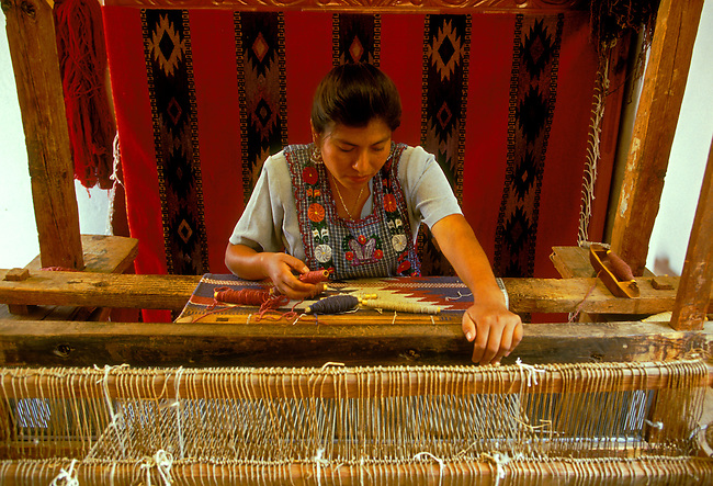 Matea Contreras Sosa (model released), Zapotecan weaver making a rug on a loom, Teotitlan del Valle, Oaxaca State, Mexico