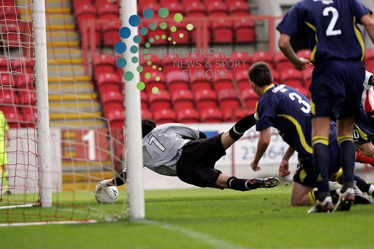 Alloa's David Crawford making this fine stop during the Clyde V Alloa Athletic..Picture: Universal News And Sport (Scotland) 29 August 2009.