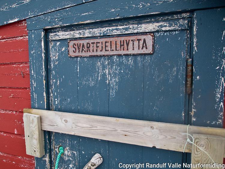 Svartfjellhytta på Kvaløya i Hammerfest kommune. ---- Svartfjellhytta. Hut on Kvaløya.