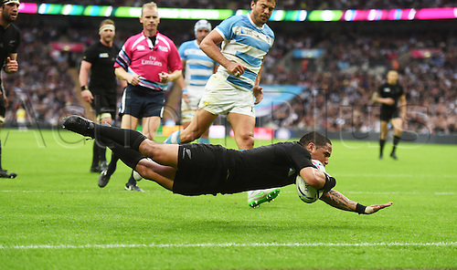 20.09.2015. London, England. Rugby World Cup. New Zealand versus Argentina.  Halfback Aaron Smith scores a try for the All Blacks.  Wembley Stadium in London, UK.