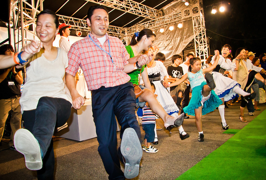 Visitors to Tokyo`s Oktober fest enthusiastically join in the merriment with the Um-pa band.