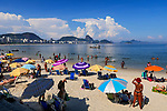 Banhistas na Praia de Copacabana, Rio de Janeiro. 2019. Juca Martins.