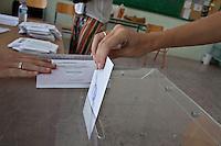 Atene,17 giugno 2012 elezioni politiche nazionali: una donna al voto in un seggio elettorale della citt&agrave;. <br /> Athens, June 17, 2012 national elections, voting<br /> Ath&egrave;nes, Juin 17, 2012 &eacute;lections nationales, les bureaux de vote