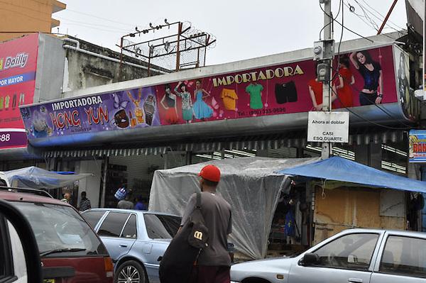 Reportaje en la Aven. Duarte, Jos&eacute; Mart&iacute; y Villa Consuelo, observando que ya se han establecido decenas de tiendas de chinos la cual es una preocupaci&oacute;n para los comerciantes dominicanos.<br /> Carmen Su&aacute;rez/Acento.com.cdo<br /> 11/10/2013