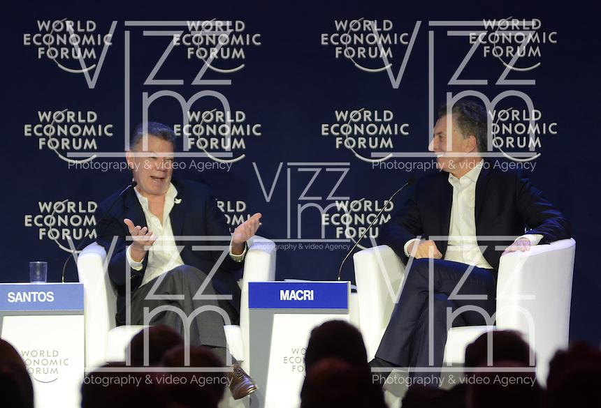 MEDELLÍN - COLOMBIA, 16-06-2016: Juan Manuel Santos, Presidente de Colombia, conversa con Mauricio Macri, Presidente de Argentina, en el marco de la reunión anual del Foro Económico Mundial (WEF) en Medellin, Colombia. / Juan Manuel Santos, Colombia's President, speaks with Mauricio Macri, Argentinas's President, during World Economic Forum (WEF) anual meeting in Medellin, Colombia.  VizzorImage/ León Monsalve /Str