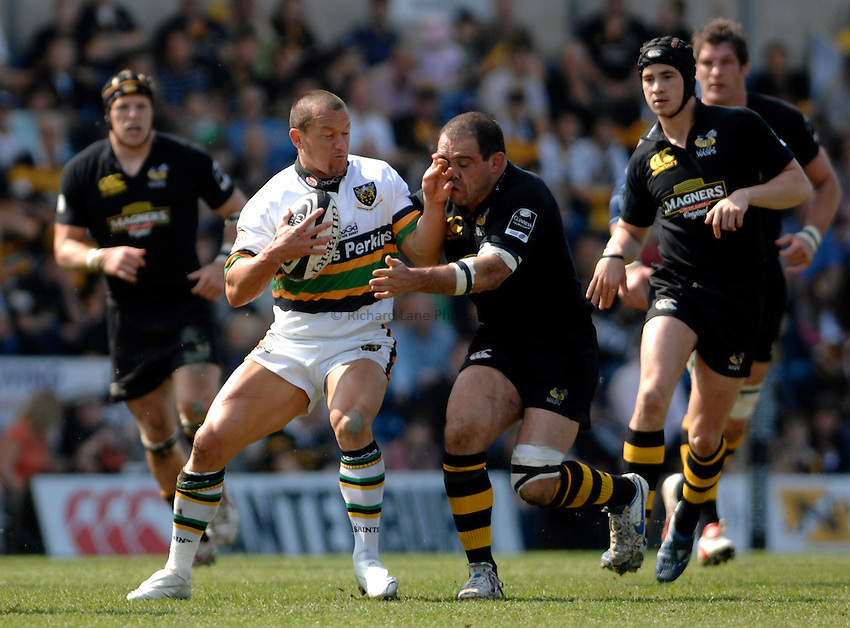 Photo: Richard Lane..London Wasps v Northampton Saints. Guinness Premiership. 15/04/2007. .Saints' Carlos Spencer is tackled by Wasps' Raphael Ibanez.