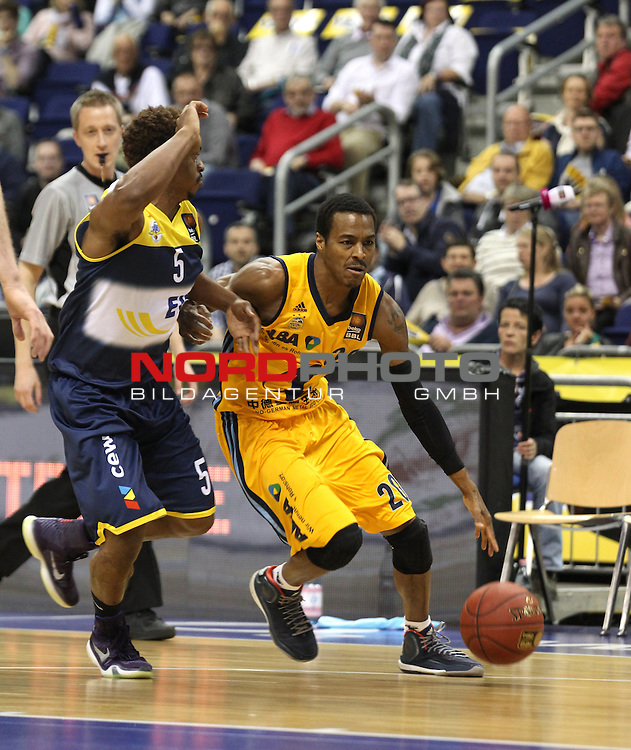 15.05.2015, O2 world, Berlin, GER, 1.BBL, ALBA Berlin vs. EWE Baskets Oldenburg, im Bild Clifford Hammonds (ALBA Berlin), Casper Ware (Baskets Oldenburg)<br /> <br />               <br /> Foto &copy; nordphoto /  Engler