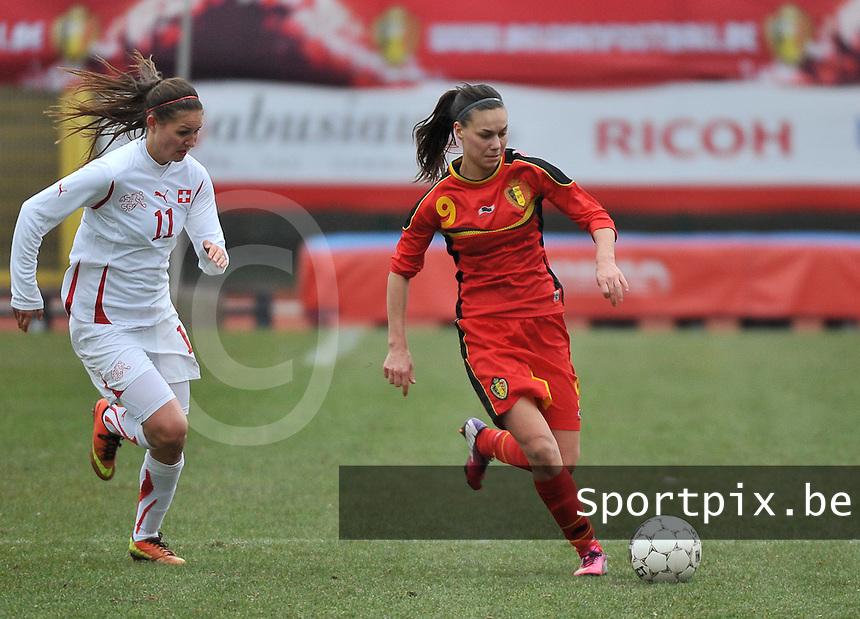 Belgium U19 - Switzerland U19 : Jassina Blom aan de bal voor Barla Deplazes.foto DAVID CATRY / Nikonpro.be
