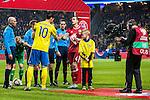Solna 2015-11-14 Fotboll EM-kval , Sverige - Danmark :  <br /> Sveriges Zlatan Ibrahimovic h&auml;lsar p&aring; Danmarks Daniel Agger inf&ouml;r matchen mellan Sverige och Danmark <br /> (Photo: Kenta J&ouml;nsson) Keywords:  Sweden Sverige Solna Stockholm Friends Arena EM Kval EM-kval UEFA Euro European 2016 Qualifying Qualifier Playoff Denmark Danmark