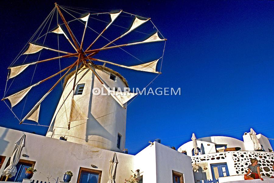 Moinho de vento na vila de Oia. Ilha de Santorini, Grécia. 2000. Foto de Renata Mello.