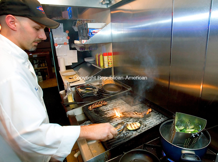WATERBURY, CT- 20 SPETEMBER 2006-092006JS12---Chef Mario Longo prepares a meal at the Ultimate Cafe located at 1074 Wolcott Road in Waterbury. The restaurant offers breakfast, lunch and dinner as well as a full bar.  --Jim Shannon Republican-American