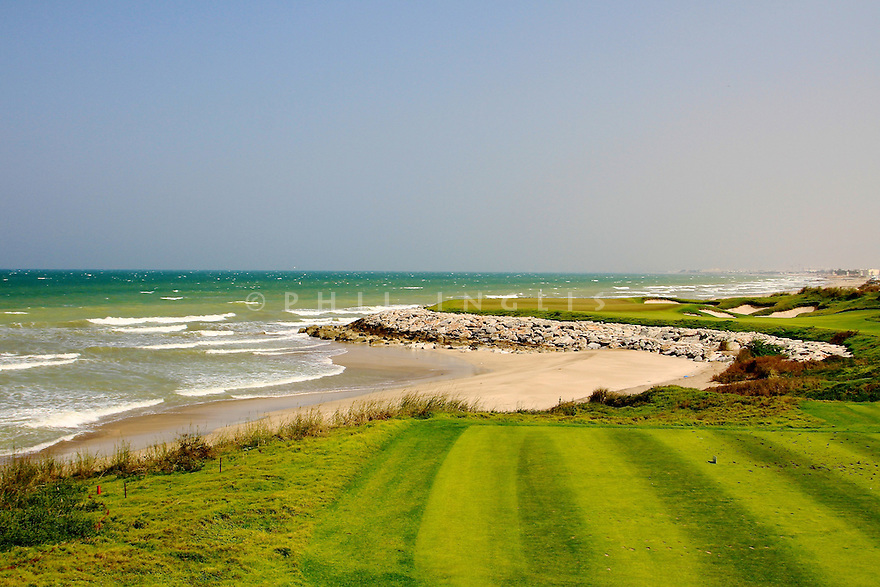 General view 4th hole par 3, European Challenge Tour, National Bank of Oman Golf Classic 2014, Almouj Golf, The Wave, Muscat, Oman. (Picture Credit / Phil Inglis)