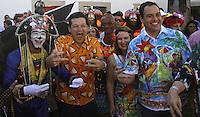 RECIFE-PE-06.02.2016- CARNAVAL-PE- O governador de Pernambuco Paulo Câmara ao lado do prefeito de Recife Geraldo Julio durante café da manhã  na concentração do Galo da Madrugada, maior bloco de carnaval do mundo, no centro de Recife, neste sábado, 06. (Foto: Jean Nunes/Brazil Photo Press)
