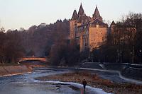 Europe/Belgique/Wallonie/Province de Liège/Durbuy : Soleil couchant sur le village et le château (XVII°)