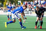 UTRECHT - Bjorn Kellerman (Kampong) met Ashley Jackson (HGC)  tijdens de hoofdklasse  hockeywedstrijd heren, Kampong-HGC (3-3) . COPYRIGHT KOEN SUYK