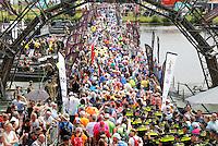 Nederland Cuijk 2016. De Vierdaagse van Nijmegen. Pontonbrug bij Cuijk.   Foto Berlinda van Dam / Hollandse Hoogte