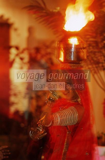 Asie/Inde/Rajasthan/Udaipur: Danses traditionnelles du Rajasthan à l'Hotel Taj Lake Palace sur le lac Pichola