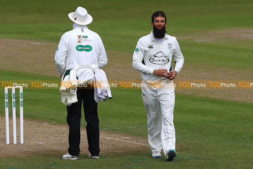 Moeen Ali prepares to bowl for Worcestershire during Worcestershire CCC vs Essex CCC, Specsavers County Championship Division 2 Cricket at New Road on 1st May 2016